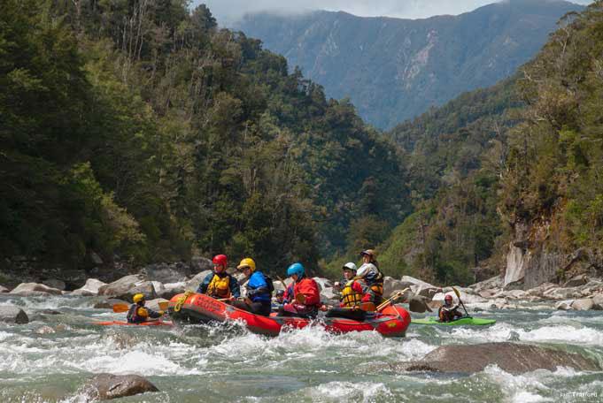 Rafting durch Naturwälder und wilde Stromschnellen