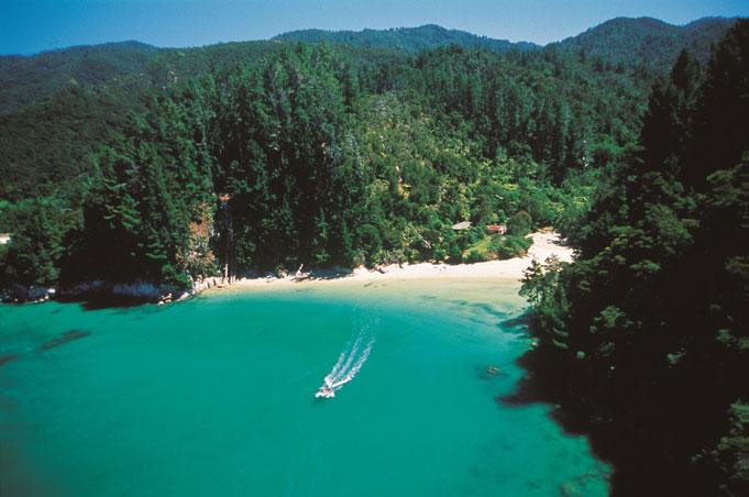 Abel Tasman-Nationalpark, Aktivitäten zu Wasser und zu Land
