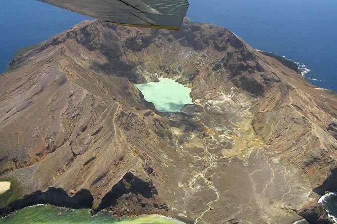 Panoramaflug mit dem Wasserflugzeug zu White Island